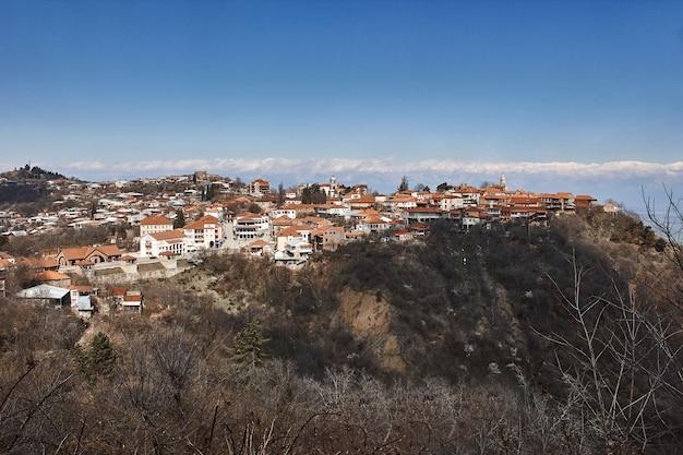 Vue de tbilissi capitale de la géorgie pays tbilissi tour de télévision sur le mont mtatsminda