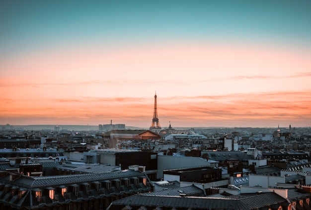Vue sur la tour eiffel au coucher du soleil, paris, france
