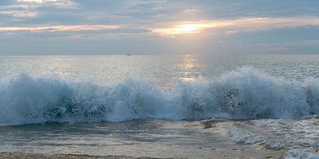 Vue, vagues, rupture, plage, zihuatanejo, guerrero, mexique