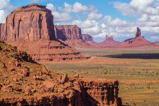 Une vue sur la vallée monument monument navajo tribal par