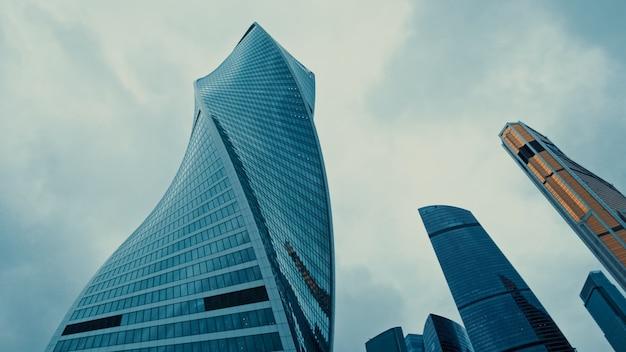 Vue vers le haut dans le quartier financier