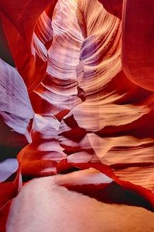 Vue verticale dans le célèbre antelope canyon, page, arizona, usa