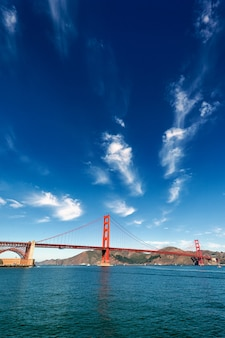 Vue verticale du golden gate bridge à san francisco, californie, usa