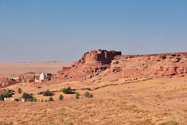 La vue sur la vieille forteresse de timimun, ville abandonnée dans le désert du sahara, algérie