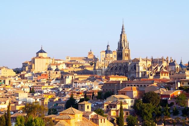 Vue sur la vieille ville et la cathédrale. tolède