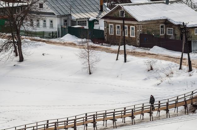 Vue de la vieille ville de kashin en hiver.