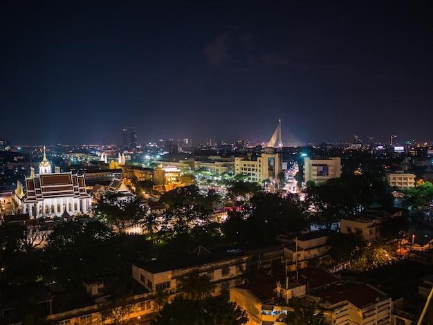 Vue de la ville de bangkok depuis le mont d'or au temple wat saket en thaïlande.