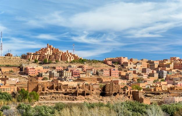 Vue de la ville de boumalne dadès près des gorges du dadès, maroc