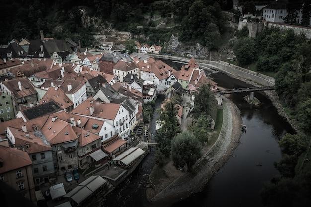 Vue sur la ville de cesky krumlov et la rivière vltava. république tchèque