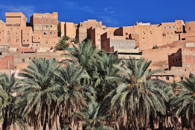 Vue sur la ville de ghardaïa dans le désert du sahara, algérie