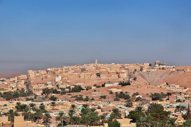 La vue sur la ville de ghardaïa dans le désert du sahara, en algérie