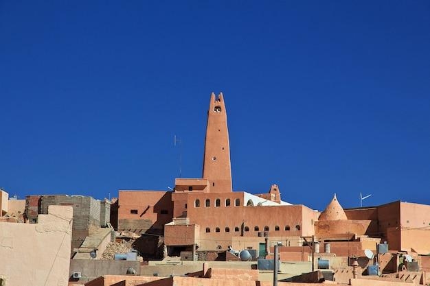 Vue sur la ville de ghardaïa dans le désert du sahara, en algérie