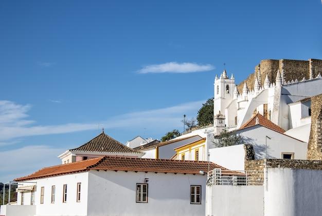 Vue de la ville historique de mertola au portugal
