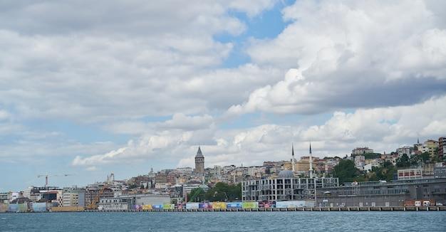 Vue sur la ville de la mer
