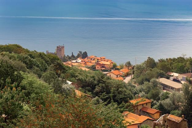 Vue sur la ville sur les rives du lac de côme italie