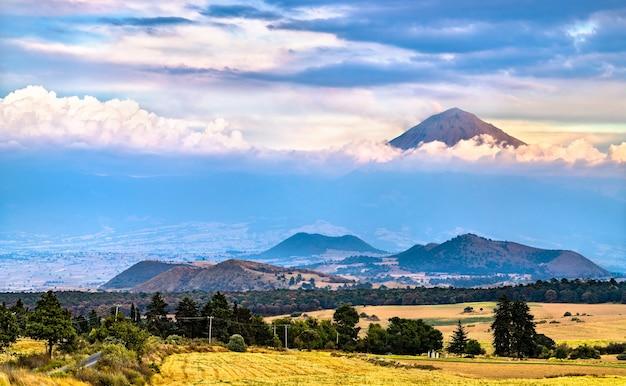 Vue sur le volcan popocatepetl dans l'état du mexique