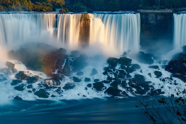 Vues fantastiques sur les chutes du niagara, ontario, canada
