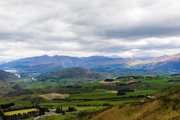 Vues Panoramiques Sur Les Montagnes De L'île Du Sud Nouvelle-zélande Photo Premium