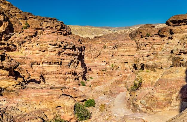 Wadi jeihoon, le chemin du monastère el deir à petra - jordanie