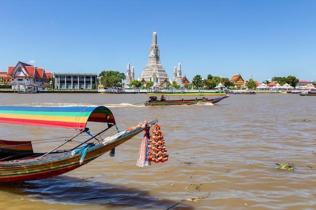 Wat arun grand point de repère dans la ville de bangkok, thaïlande