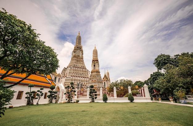 Wat arun ratchawararam ratchaworamahawihan est un endroit célèbre pour les touristes