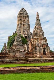 Wat chai watthanaram construit par le roi prasat tong avec son principal prang (centre) représente