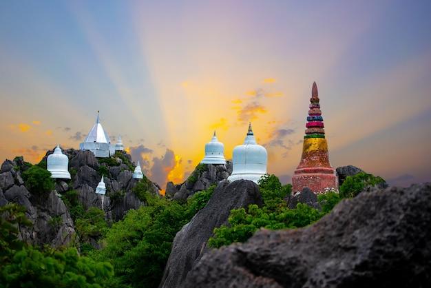 Wat chaloem phra kiat phrachomklao rachanusorn wat praputthabaht sudthawat pu pha daeng un tem public