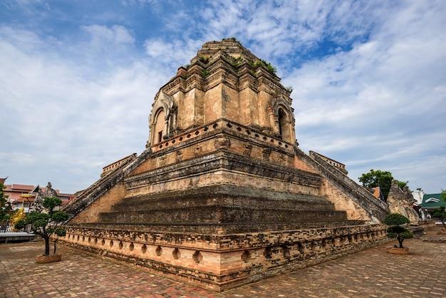 Wat chedi luang, un temple bouddhiste en thaïlande