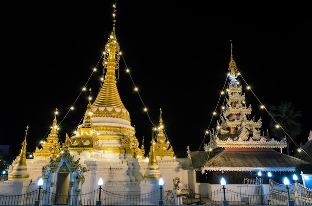 Wat chong klang, temple de style birman à mae hong son, thaïlande