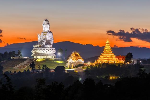 Wat huay pla kang, temple chinois dans la province de chiang rai, thaïlande