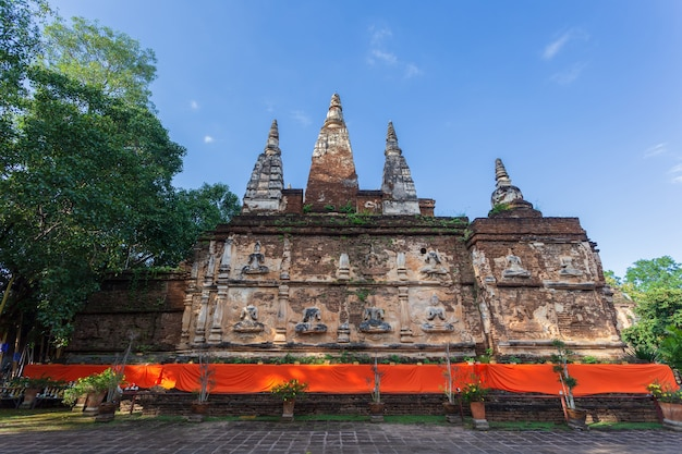 Wat jed yod, beau vieux temple dans le nord de la thaïlande à la province de chiang mai, thaïlande