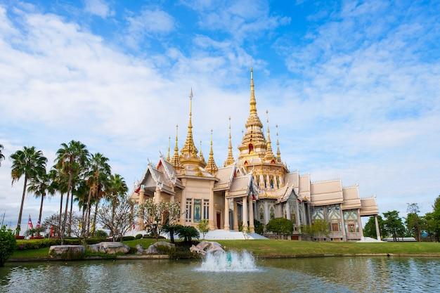 Wat lan boon charme de mahawihan somdet phra bouddha à nakhon ratchasima en thailande