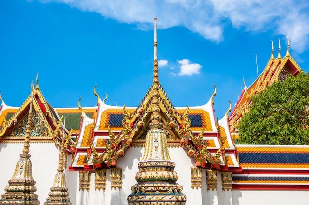 Wat pho est le temple le plus célèbre de thaïlande pour les touristes à bangkok, thaïlande