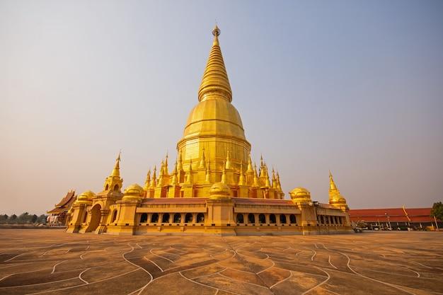 Wat phra bat huai tom lieux de culte pagode des reliques de bouddha