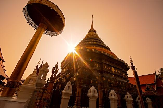 Wat phra que lampang luang, lampang, province de lampang