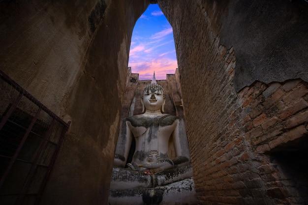 Wat si chum à sukhothai à sukhothai -thaïlande