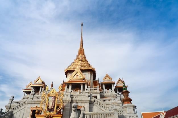 Wat traimitr withayaram temple