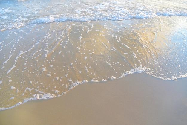 Wave beach ocean sea et sable charbonneux