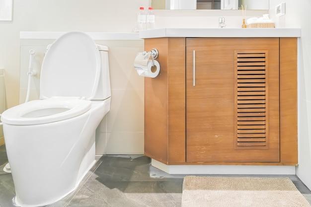 Wc dans la salle de bain