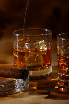 Whisky froid et cigare