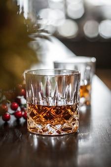 Whisky sur un verre de roche