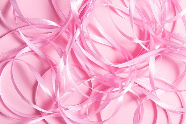Wive de ruban sur table rose, texture, espace copie