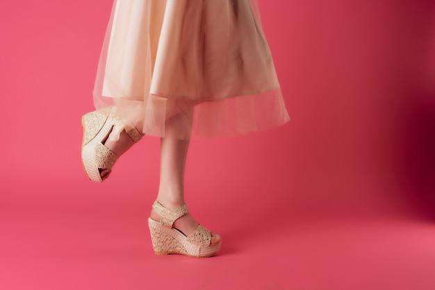 Womens pieds chaussures basant la mode fond rose