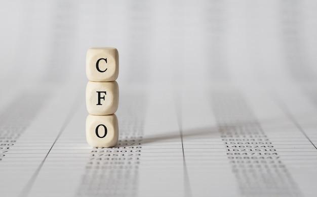 Word cfo fait avec des blocs de construction en bois