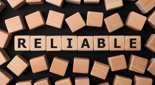 Word fiable fait avec des blocs de construction en bois