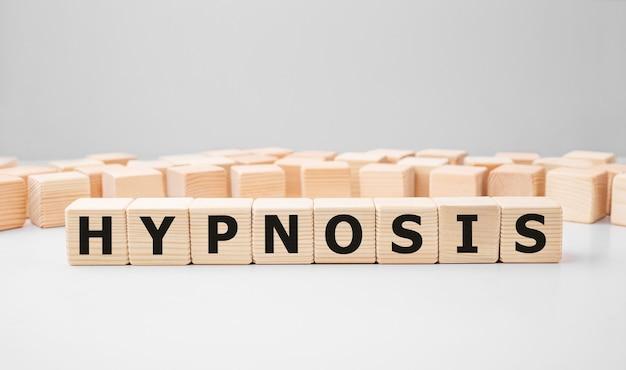 Word hypnosis fait avec des blocs de construction en bois