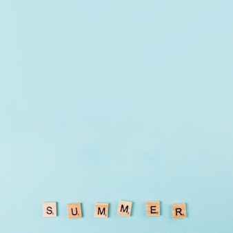 Word summer fait de lettres de jeu