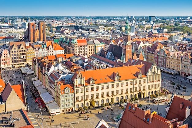 Wroclaw avec rynek et city hall, wroclaw, pologne