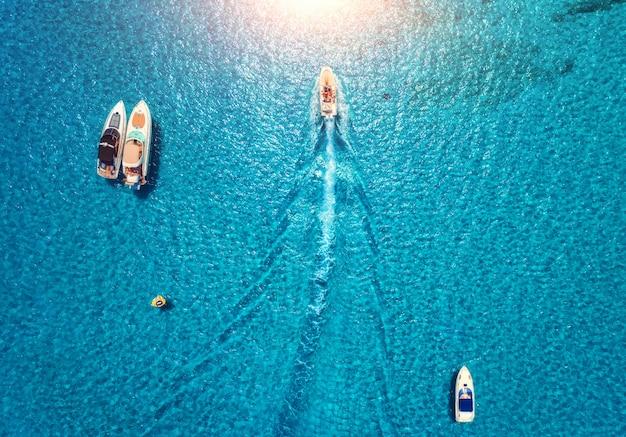 Yachts à la mer