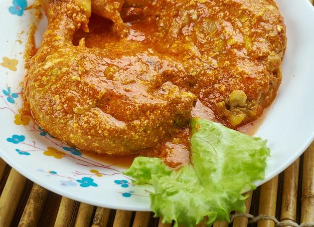 Yaourt cosce di pollo allo - gros plan sur le yaourt au poulet